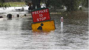 اللافتة التحذيرية تغمرها المياه بالقرب من دونغونغ، أستراليا 22 أبريل/ نيسان 2015