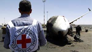 طائرة تابعة لخطوط فيلكس بعد قصفها بغارة جوية في مطار صنعاء الدولي، 29 أبريل/ نيسان 2015، حيث دمرت طائرات التحالف مدرج المطار الذي يسيطر عليه الحوثيو