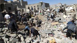 """الدمار الذي خلفته غارة سابقة شنها طيران التحالف """"عاصفة الحزم"""" على صنعاء 1 مايو/ أيار 2015"""
