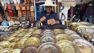 بالصور..تونس تحارب التقلبات السياسية والأمنية بأسواقها القديمة وأروع منتجاتها الحرفية والتقليدية