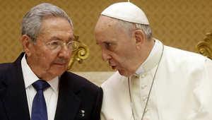 بابا الفاتيكان فرانسيس مع الرئيس الكوبي رأؤول كاسترو، الفاتيكان 10 مايو/ أيار 2015