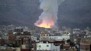 دخان يتصاعد بعد غارة جوية لقوات التحالف التي تقودها السعودية في اليمن دخان يتصاعد بعد غارة جوية لقوات التحالف التي تقودها السعودية في اليمن ضد الحوثيين