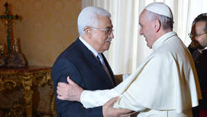 """انتقادات حادة لبابا الفاتيكان بعد وصف محمود عباس بأنه """"ملاك"""""""