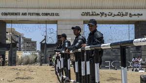 قوات الأمن المصرية تقف خارج أكاديمية الشرطة أثناء محاكمة الرئيس المعزول محمد مرسي