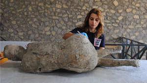 بشر يتحولون إلى حجارة