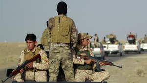 مقاتلون من قبائل العراق السنية يتحركون لأخذ مواقع في عامرية الفلوجة بمحافظة الأنبار 26 مايو/ أيار 2015