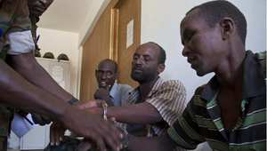 مشتبه فيهم بالانتماء لحركة الشباب يعتقلون في مقر القوات الأوغندينة في الصومال 28 فبراير/ شباط 2014