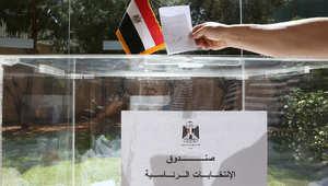مواطن مصري مقيم في لبنان يدلي بصوته في الانتخابات الرئاسية بمركز اقتراع في السفارة المصرية