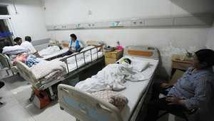 طفل يتلفى العلاج من إصابته بطعنة في الهجوم على مدرسة ، مقاطعة هوبي، 20 مايو/ أيار 2014