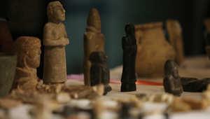 أرشيف- قطع أثرية عراقية سرقت من المتحف الوطني خلال الاجتياح الأمريكي للعراق عام 2003 تعرض في بغداد بعد استعادة  166 قطعة من المانيا ، مايو/ أيار 2014