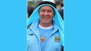 """مانشستر """"تزرق"""" احتفالاً بفوز سيتي بالدوري الإنجليزي الممتاز"""