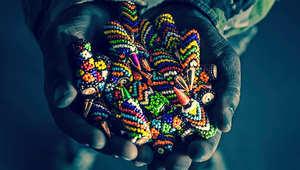 الهدوء المضطرب لأسلحة أفريقيا.. عندما تجتمع الفنون مع الألوان والحزن