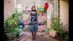 """فن """"الأقنعة"""" في غرب أفريقيا يحكي قصصاً تخفيها الوجوه"""