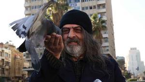 لقطة للفنان سلوم حداد في العمل مؤديا دور عنز.