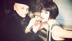 """إثارة ولانجيري وشمبانيا.. صور """"فاضحة"""" تعيد إحياء ماضي باريس البوهيمي"""