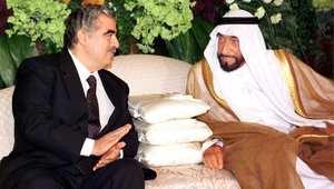 الشيخ زايد بن سلطان آل نهيان حاكم دولة الإمارات العربية المتحدة الراحل، مع رئيس وزراء لبنان الراحل رفيق الحريري في لقاء جمعهما في دبي 17 مارس/ آذار 1999