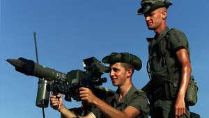 جنود فرنسيون خلال تمرين على صواريخ أرض جو في جيبوتي خلال الصراع مع إثيوبيا 1999
