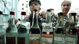 روسيا ترد على الضائقة الاقتصادية بتخفيض سعر الفودكا 16%
