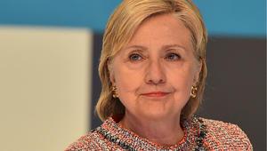 """كلينتون في مكتب التحقيقات الفدرالي """"طواعية"""" لأكثر من 3 ساعات بسبب قضية البريد الإلكتروني الخاص"""