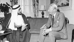 الشيخ زايد بن سلطان آل نهيان أول رئيس لدولة الإمارات العربية المتحدة، مع رئيس الوزراء البريطاني إدوارد هيث، فندق دورتشيستر، لندن، يونيو/ حزيران 1969