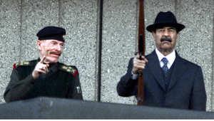 عزة الدوري مع الرئيس صدام حسين في احتفال عسكري بميدان النصر 31 ديسمبر/ كانون الاول 2000