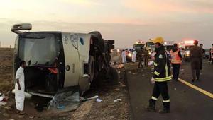 مقتل 19 معتمرا مصريا في انقلاب حافلة.. وتقارير سعودية: التحقيقات الأولية تشير إلى نوم السائق