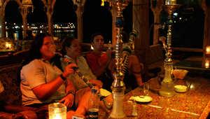 هل تعيد الملاهي الليلية الوجه السعيد إلى القاهرة اليائسة؟