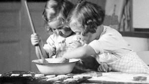9 أطعمة مسببة للإدمان.. هل تتخلص منها؟