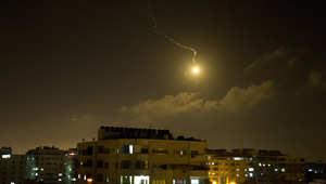 قنبلة ضوئية أطلقها الجيش الإسرائيلي فوق قطاع غزة، قبيل شن حملات قصف جوي استهدفت مواقع تابعة لحركتي حماس والجهاد الإسلامي.