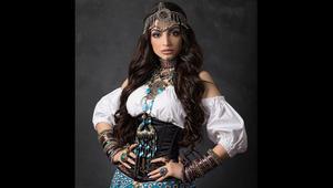أول عارضة أزياء إماراتية