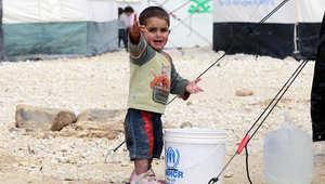 صورة مأخوذة في مارس 2014 لطفل في مخيم الزعتري في شمال الأردن قرب الحدود مع سوريا