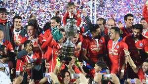 """جانب من احتفالات المنتخب التشيلي بفوزه بلقب """"كوبا أمريكا."""""""