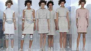 """ثياب حصرية من ألمع الماركات العالمية لأبرز النجوم.. جولة في """"هوت كوتور"""" بفرنسا"""