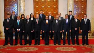 """عشرة وزراء جدد في الحكومة المصرية.. ومغردون: """"التغيير الوحيد في الأسماء"""""""