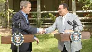 الرئيس المصري الأسبق حسن مبارك مع الرئيس الأمريكي جورج بوش