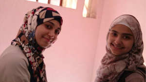 شيماء (يسار) مع صديقتها جمانه
