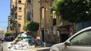 """بيروت تغرق في جبال من """"الزبالة""""..""""كارثة"""" بيئية من دون أفق"""