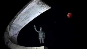 القمر خلال خسوف كلي في برازيليا