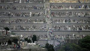 مقابر عائمة ومدافن نيونية.. هكذا تعيد آسيا تعريف تجربة الموت
