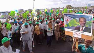 آلاف المتظاهرين في جيوتي احتجاجا على اعتقال مسؤول محلي بواسطة محققين فرنسي لاتهامه بمقتل قاض فرنسي 20 أكتوبر/ تشرين الأول 2007