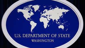 نيويورك، الولايات المتحدة الأمريكية (CNN)—ضمت وزارة الخارجية الأمريكية، الأربعاء، أسماء عشرة أشخاص إلى جانب مجموعتين مقاتلتين في سوريا إلى قائمة الإرهاب التي تحظر التعامل معهم وتفرض عليهم قيودا عديدة، وفيما يلي القائمة: