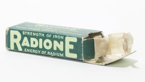 فتيات الراديوم.. احترفن فن صنع ساعات مضيئة في زمن مظلم