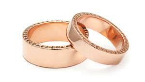 كيف تطلب النساء أيدي الرجال للزواج؟ وما هو خاتم الخطوبة الأنسب لأحبائهن؟