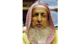 """مفتي السعودية يرد على المكذبين بصوم عاشوراء: هذا """"زيغ بالقلب"""" ومن يطعن بالبخاري جاهل أو منافق"""