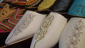 """""""البلغة"""".. نعال تقليدية تأخذنا إلى زمن """"ألف ليلة وليلة"""" في المغرب"""