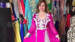 الفنانة المصرية إلهام شاهين ترتدي قفطانا مغربيا في محل بيعه