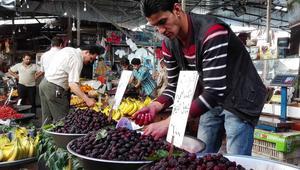 التوت الشامي الذي يصنع منه العصير الدمشقي الشهير.