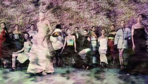 """سحر """"ديور"""" تلتقطه عدسات أشهر مصوري العالم"""