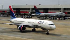 أرشيف- طائرتان تابعتان لشركة دلتا في مطار هارتسفيلد جاكسون باتلانتا