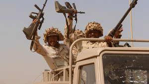 عناصر من القوات المسلحة السعودية في شاحنة تابعة للجيش في جنوب غرب جيزان قرب الحدود مع اليمن